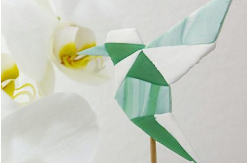 geometrischer Kolibri aus Modelliermasse, Pflanzenstecker selbstmachen