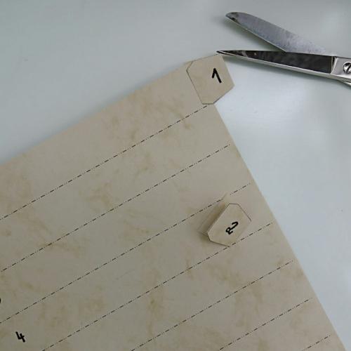 Registerblätter selbermachen, Register an Papier kleben