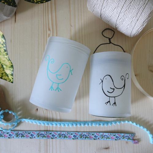 Sommerliche Windlichter aus Transparentpapier, Verzieren mit Bommelborte, Furnier, Bändern