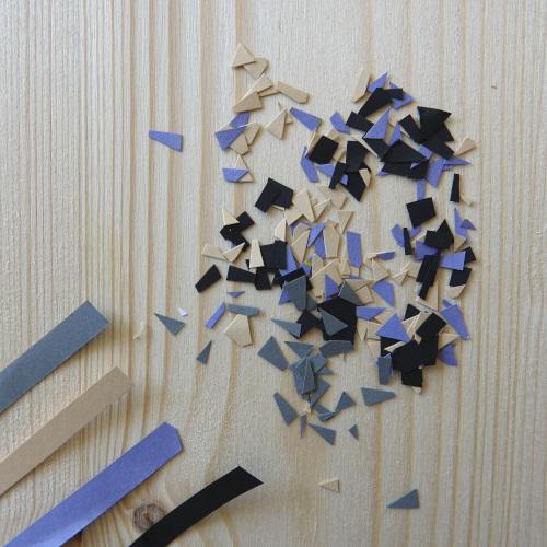 Wandblumentopf, für den Terrazzo Stil benötigt man doch buntpapier, welches in kleine Stücke geschnitten wird