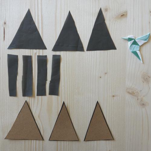 Geometrischer Wandblumentopf, die Dreiecke werden aus Karton und Folie ausgeschnitten