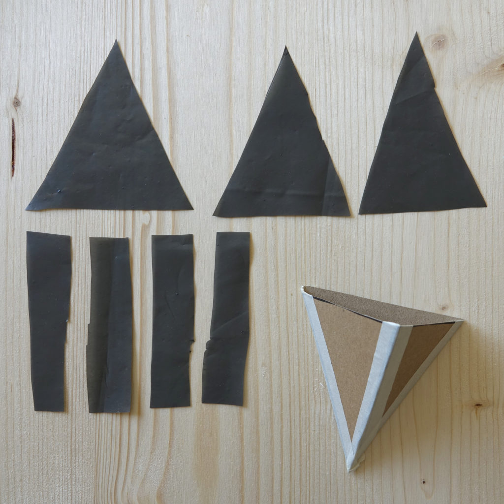 Geometrischer Wandblumentopf, das Kartondreieck wird zusammengeklebt
