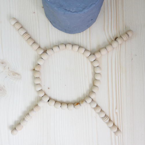 Plantstand aus Perlen selbermachen, Perlenfüße und Perlenring zusammenkleben