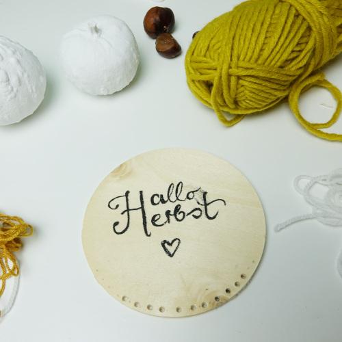 Herbstdeko aus Käseschachtel , Löcher bohren und Wolle aussuchen herbstliche Traumfänger