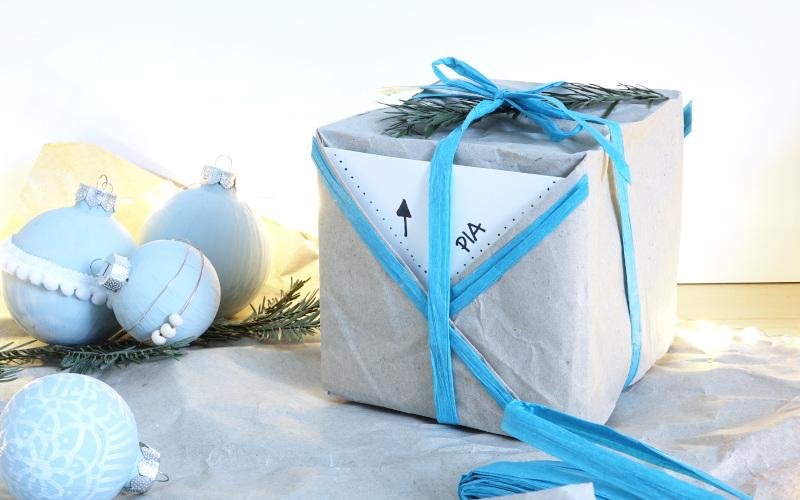 Geschenke nachhaltig verpacken, Weihnachten, Schachtel aus Füllpapier
