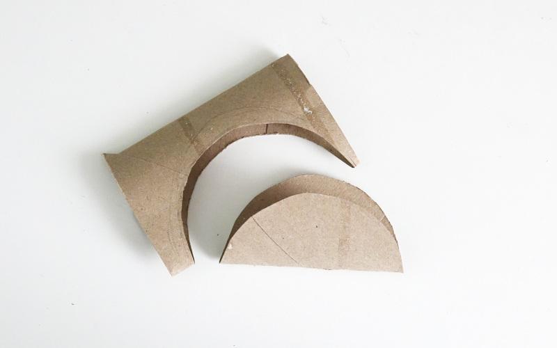 Klopapierrollen upcycling: runde Form ausschneiden