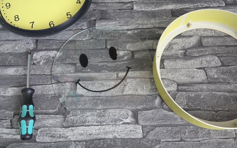Uhr Upcycling Glas reinigen