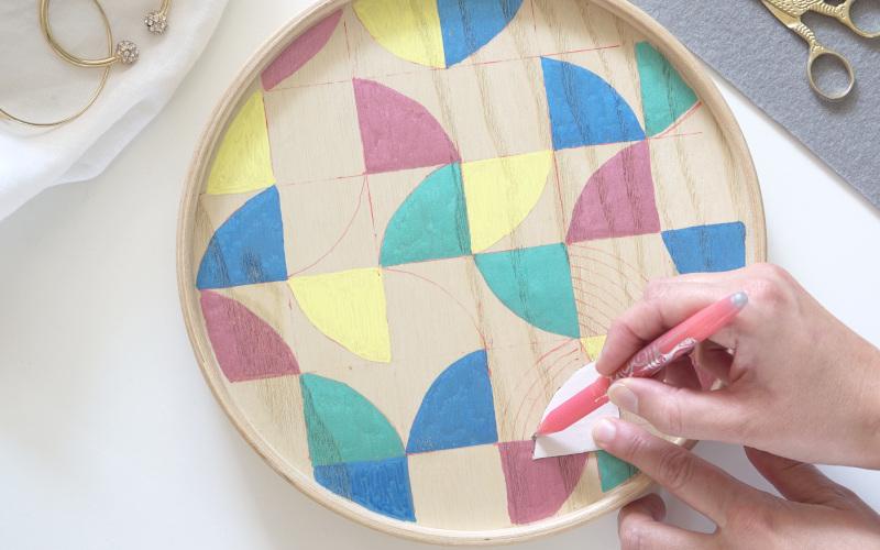 Mallgroda Holzdose mit buntem Muster bemalen, bunt bemalte Boegen