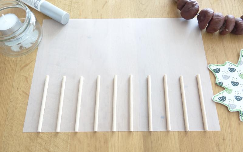 Stöckchen auf Transparentpapier kleben