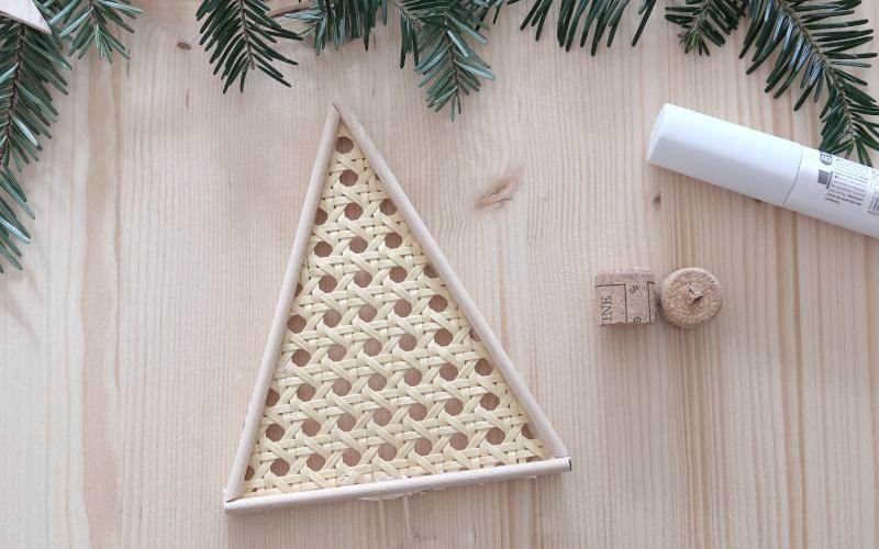 Weihnachtsdeko basteln: Tannenbaum aus Wiener Geflecht